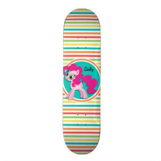 Potro rosado; Rayas brillantes del arco iris Tablas De Skate