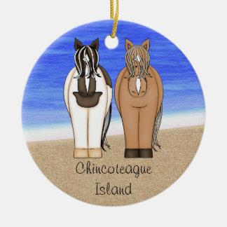 Potros personalizados de la isla de Chincoteague - Adorno Navideño Redondo De Cerámica