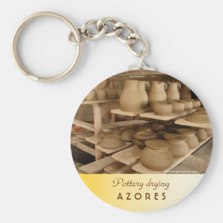 Pottery drying basic round button keychain