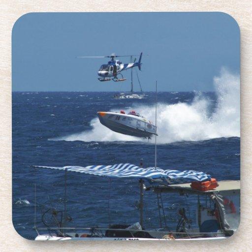 Powerboat y un helicóptero posavasos
