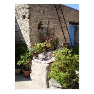 Pozo y plantas en Italia meridional Postales