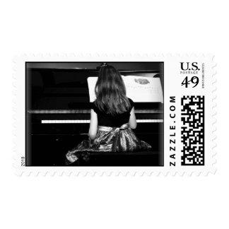 Práctica del piano blanco y negro sello