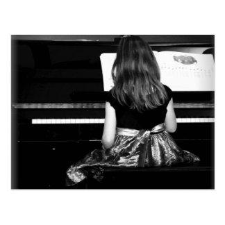 Práctica del piano. Fotografía blanco y negro Postal