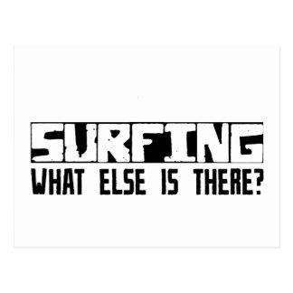 ¿Practicando surf qué más está allí? Postal