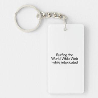 Practicar surf el World Wide Web mientras que está Llavero Rectangular Acrílico A Doble Cara