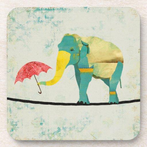 Práctico de costa agraciado de oro del elefante posavasos de bebida