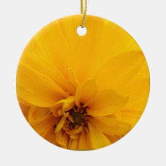 Práctico de costa amarillo de los pétalos ornamento de reyes magos
