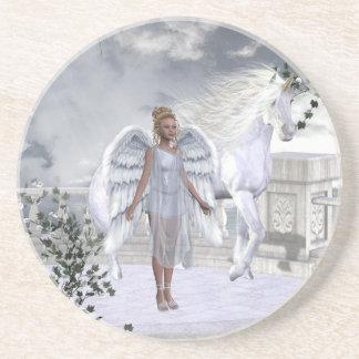 Práctico de costa blanco del ángel del unicornio d posavasos personalizados
