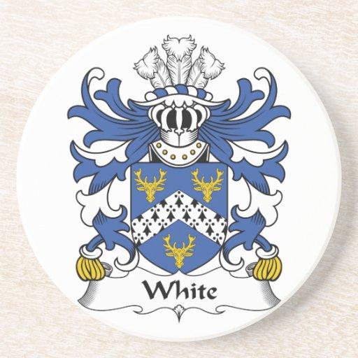 Práctico de costa blanco del escudo de la familia posavasos cerveza