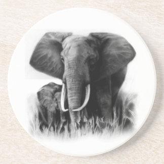Práctico de costa blanco y negro de los elefantes posavaso para bebida