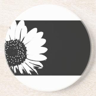 Práctico de costa blanco y negro del diseño floral posavasos personalizados