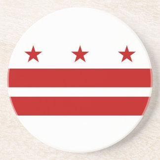 Práctico de costa con la bandera del Washington DC Posavasos De Arenisca