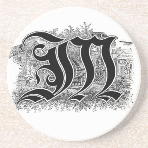 Práctico de costa de la letra M de la caligrafía Posavasos De Arenisca