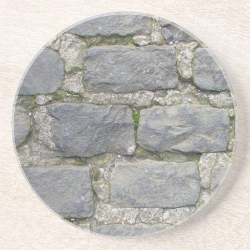 Práctico de costa de la pared de ladrillo, persona posavasos diseño