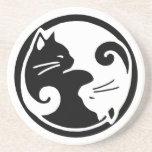 Práctico de costa de los gatos de Yin Yang Posavasos Para Bebidas