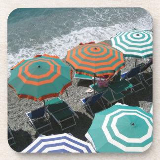 Práctico de costa de los parasoles de playa posavasos