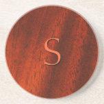 Práctico de costa de madera del monograma de la ce posavasos para bebidas