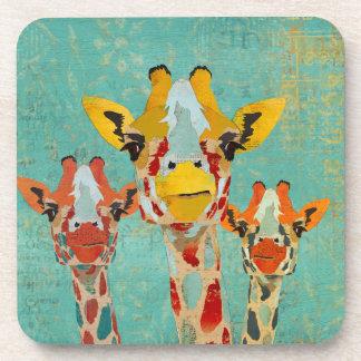 Práctico de costa de tres jirafas que mira a escon posavasos