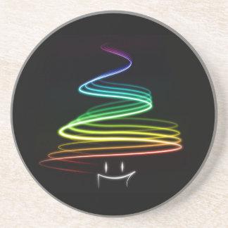 Práctico de costa del árbol de Navidad del arco ir Posavasos Personalizados