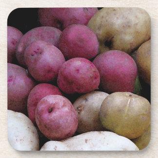 Práctico de costa del corcho de las patatas posavasos de bebida
