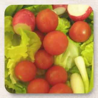 Práctico de costa del corcho de las verduras de en posavasos de bebida