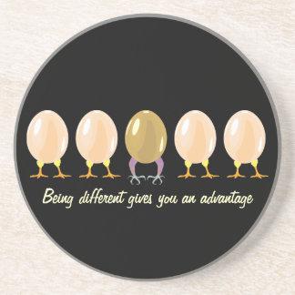 práctico de costa divertido de los huevos del drag posavasos diseño
