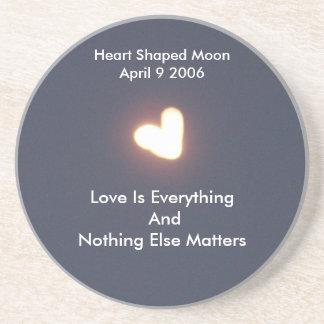 Práctico de costa en forma de corazón de la luna posavasos diseño