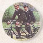 práctico de costa en tándem de la bicicleta de los posavasos cerveza