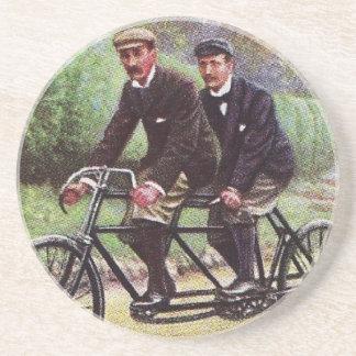 práctico de costa en tándem de la bicicleta de los posavaso para bebida