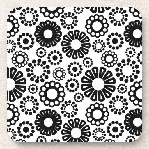 Práctico de costa floral blanco y negro del corcho posavasos de bebidas