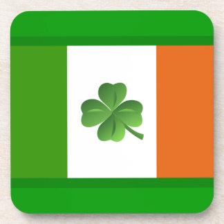 Práctico de costa irlandés de la bandera posavasos de bebidas