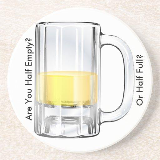 Práctico de costa semivacío o semilleno posavasos para bebidas