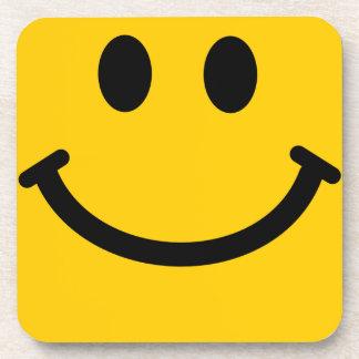 Práctico de costa sonriente amarillo del cuadrado  posavasos de bebidas