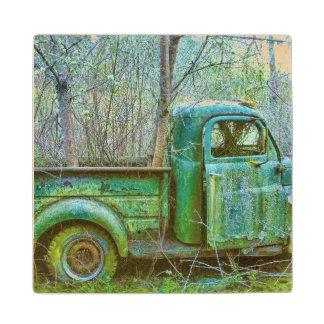 Práctico de costa viejo de madera del camión posavasos de madera