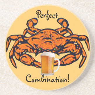 Prácticos de costa cocidos al vapor del cangrejo y posavasos para bebidas
