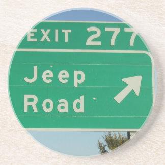 Prácticos de costa de la señal de tráfico del jeep posavasos diseño