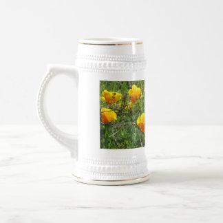 Prado anaranjado de la flor de California Jarra De Cerveza