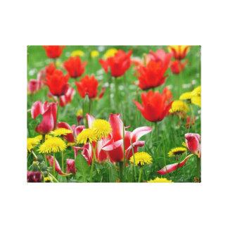 Prado del diente de león y del tulipán impresiones de lienzo