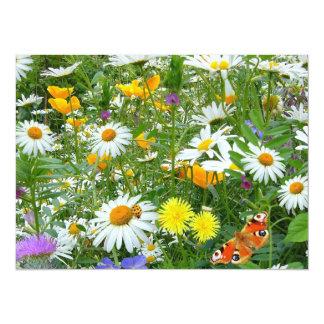 """Prado hermoso del Wildflower y de la mariposa Invitación 5.5"""" X 7.5"""""""