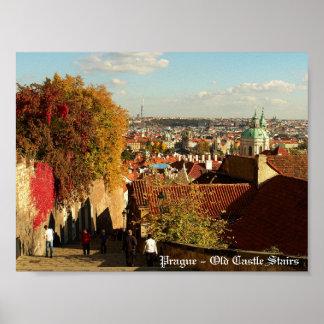 Praga - impresión vieja de las escaleras del casti poster