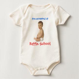 Pre-aceptado en la escuela de la batalla - bebé body para bebé