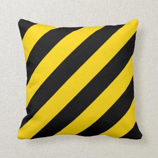 Precaución amarilla y negra amonestadora rayada cojín