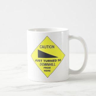 Precaución, apenas dada vuelta 50 taza básica blanca