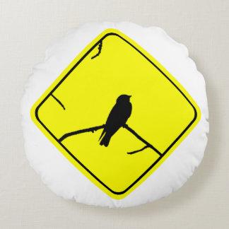 Precaución de la silueta del pájaro del trago o cojín redondo