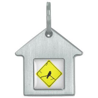 Precaución de la silueta del pájaro del trago o placa de nombre de mascota