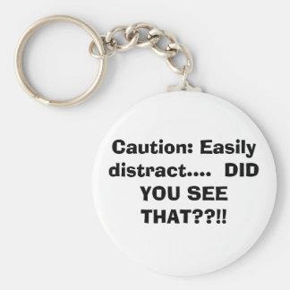 Precaución: Distraiga fácilmente….  ¡USTED VIO ESO Llavero Redondo Tipo Pin
