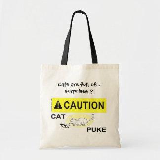 ¡Precaución! El gato Puke la bolsa de asas