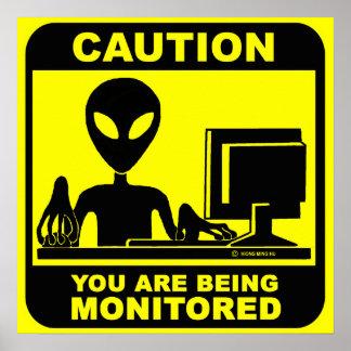 ¡Precaución! le están supervisando Posters
