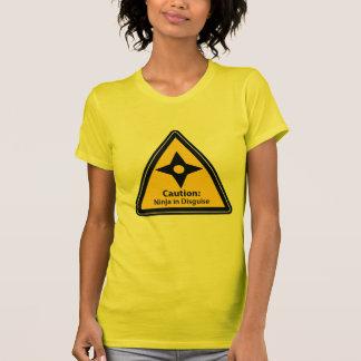 Precaución: Ninja en el disfraz (Shuriken) Camisetas