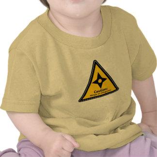 Precaución: Ninja en el disfraz (Shuriken) Camiseta